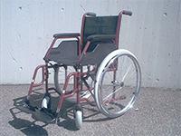 """Bild vom Standard Greifreifenrollstuhl mit festverschraubten 24"""" Antriebsrädern und 2 Druckbremsen Hersteller: Meyra Modell 3.600"""